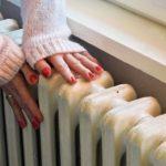 main sur radiateur