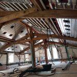 plafond chauffant en rénovation avec poutres apparentes
