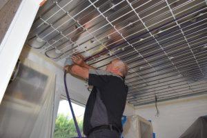 pose du tube de plafond chauffant en rénovation